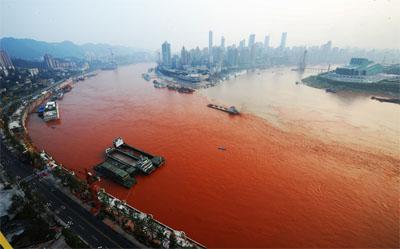 Yangtze Rivier in China. Daar is nog onsekerheid oor die redes hoekom die eienaardige verskynsel in 2012 plaasgevind het. Ander rivier sluit in die Jiang asook die  Lotzwil in Swede.